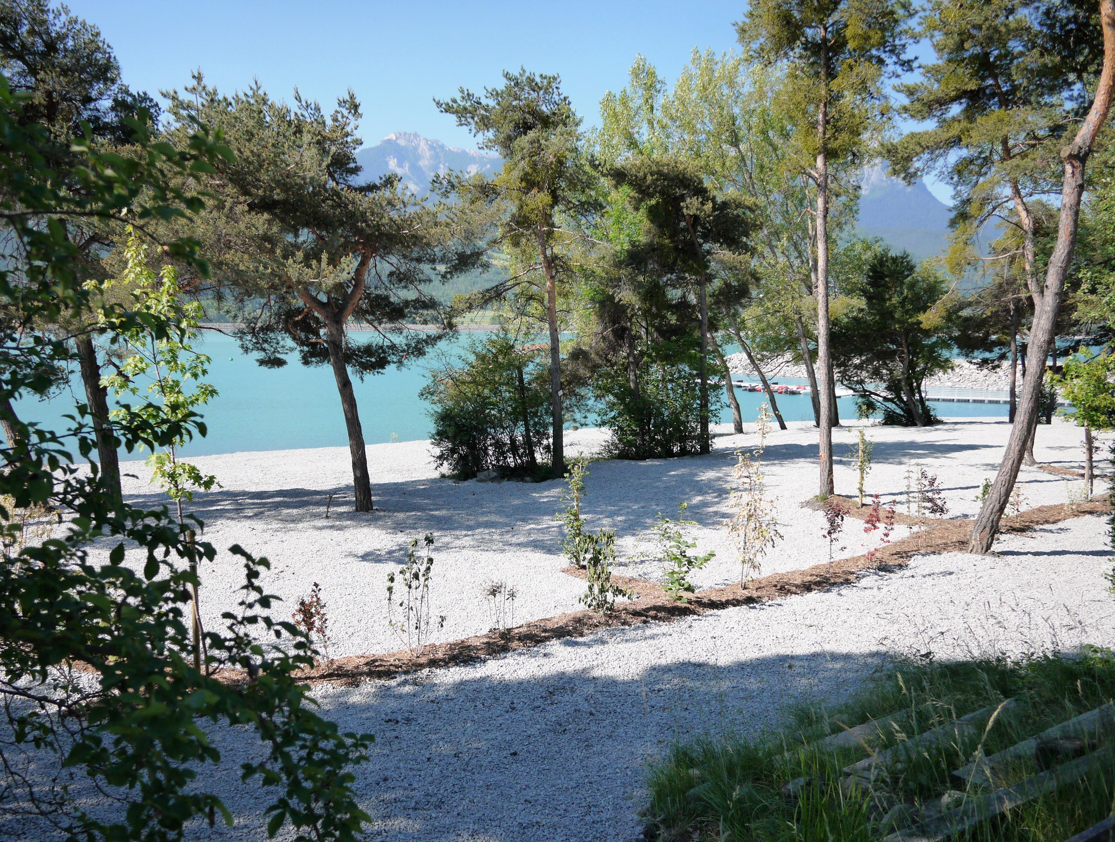 H bergements cna embrun - Camping lac serre poncon piscine ...
